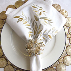 ALL OVER LEAF NAPKIN WHITE/GOLD/SILVER