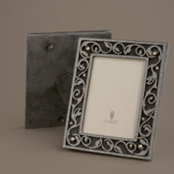 CHERYL - OXIDIZED PLATINUM W/ WHITE CRYSTALS  AND FRESHWATER PEARLS 4X6 photo