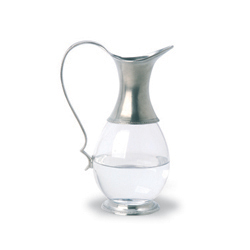 GLASS PITCHER W/HANDLE